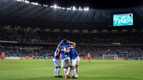 Jogadores do Cruzeiro comemoram gol em vitória sobre o Huracán