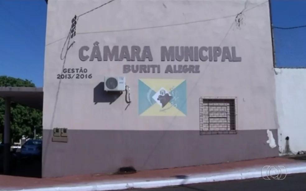 Câmara Municipal de Buriti Alegre, em Goiás (Foto: TV Anhanguera/Reprodução)