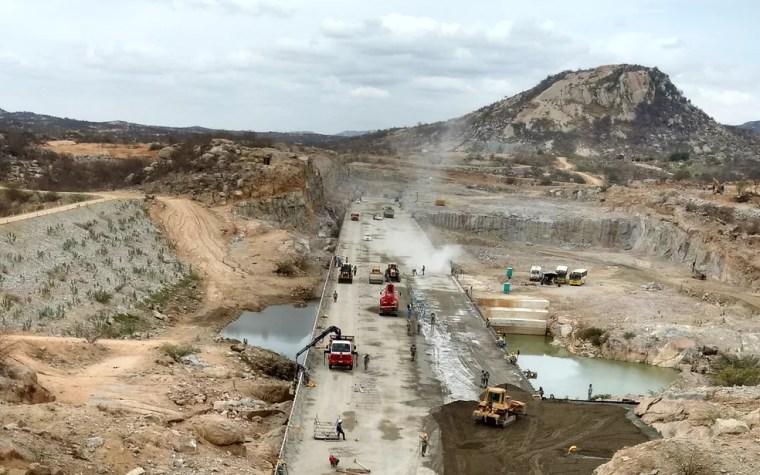 Barragem de Oiticica, em Jucurutu, vai represar as águas do São Francisco que chegaram ao RN pelo Rio Piranhas/Açu — Foto: Anderson Barbosa e Fred Carvalho/G1