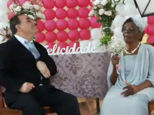 Aposentados noivam em asilo de Pirassununga (Foto: Ana Marin/ G1)