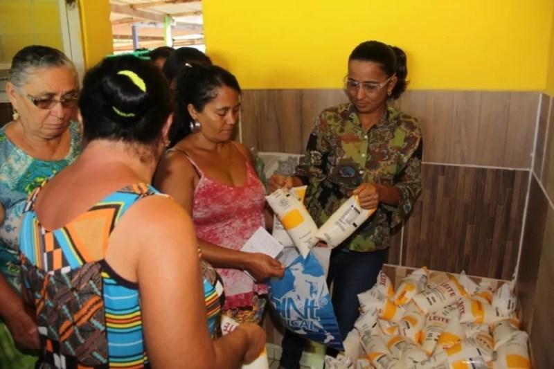 Programa do leite em Alagoas distribui produto gratuitamente para 80 mil famílias — Foto: Adailson Calheiros/Arquivo Pessoal