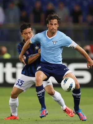 Stefano Mauri em partida pelo Lazio (Foto: Getty Images)