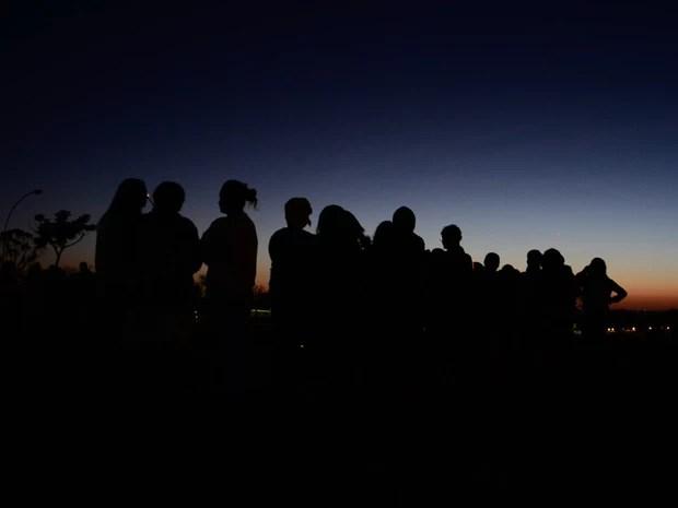 Familiares de detento do presídio da Papuda enfrentam filas na madrugada para visitar parentes. (Foto: Pedro França/G1)