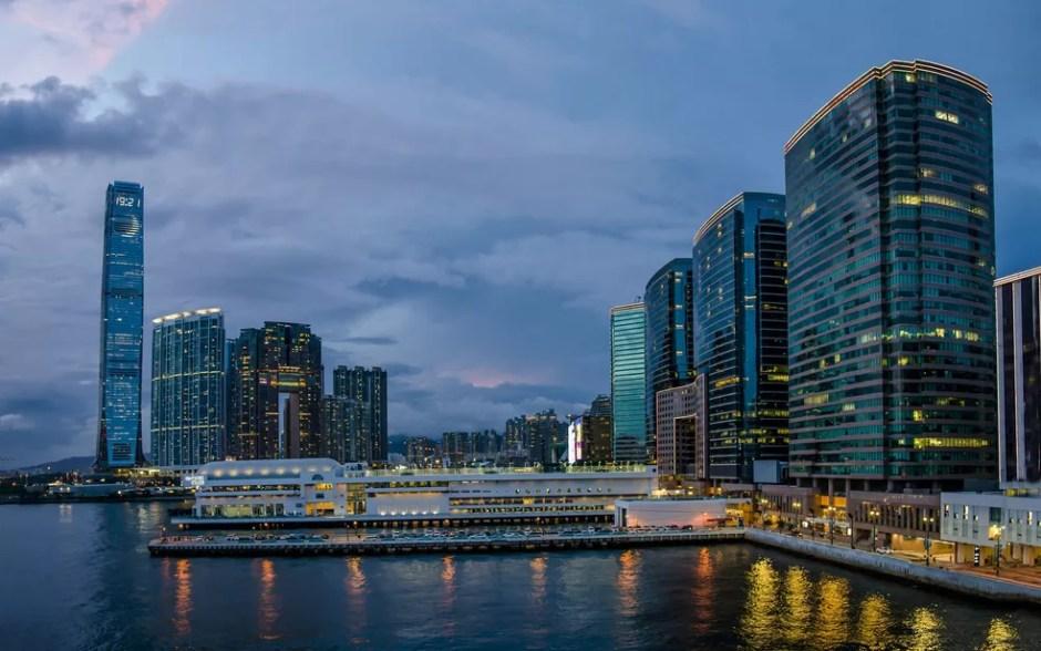 Vista de Hong Kong, que tem a cidade mais cara do mundo (Foto: bluelightpictures/Creative Commons)
