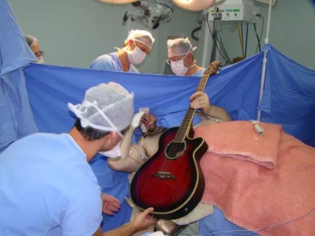 Paciente alertava os médicos quando sentia dormência (Foto: Hospital Nª Sª da Conceição/Divulgação)