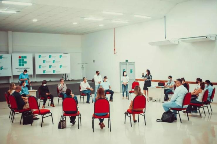 Prefeitos e secretários se reuniram para discutir o cenário da Covid-19 na região de MT — Foto: Prefeitura de Alta Floresta