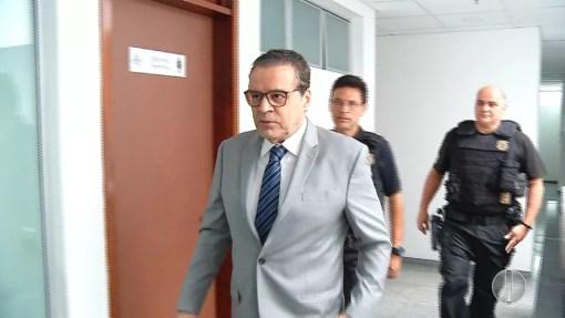 Ex-ministro Henrique Alves (PMDB) chega à 14ª Vara da Justiça Federal para acompanhar depoimento de testemunhas da Operação Manus  (Foto: Reprodução/Inter TV Cabugi)