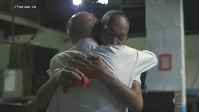Drauzio Varella abraça Suzy Oliveira após ela dizer que não recebe visitas há 8 anos — Foto: Reprodução/TV Globo