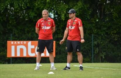 Diego Aguirre e André Jardine no São Paulo — Foto: Renata Lutfi/Saopaulofc.net