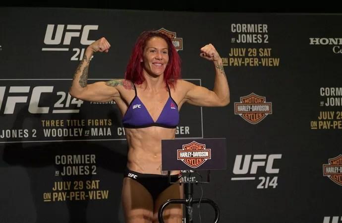 Cris Cyborg pesagem UFC 214 (Foto: Evelyn Rodrigues)