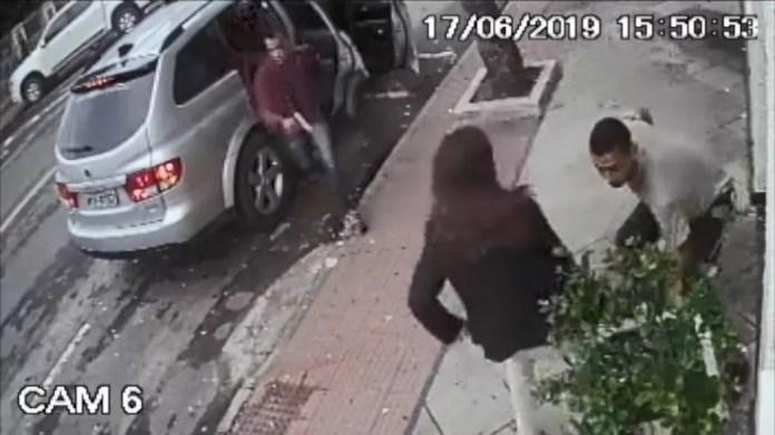 Criminosos assaltaram uma mulher utilizando o carro do aposentado — Foto: Reprodução/TV Gazeta