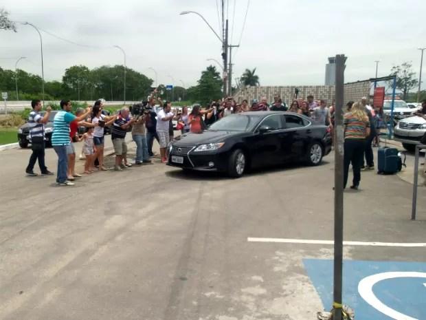 Paul saiu do aeroporto escoltado pela PM e Guarda Municipal, em Vitória (Foto: Duilo Victor/ A Gazeta)