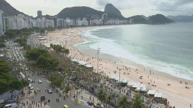 Apoiadores de Bolsonaro fazem ato em Copacabana — Foto: Reprodução