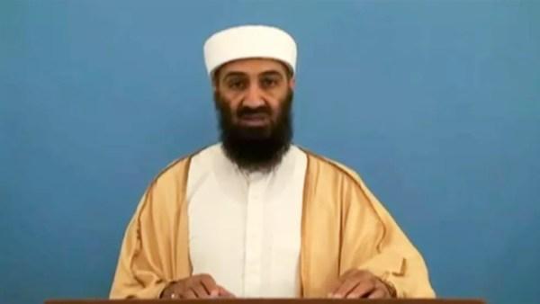 Osama Bin Laden em frame de vídeo divulgado em maio de 2015. O material estava com documentos apreendidos pela inteligência americana no esconderijo de Bin Laden em 2011, quando o ex-líder terrorista foi morto (Foto: Reprodução/via AFP)