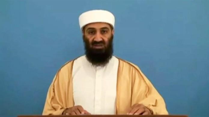Osama Bin Laden em frame de vídeo divulgado em maio de 2015. O material estava com documentos apreendidos pela inteligência americana no esconderijo de Bin Laden em 2011, quando o ex-líder terrorista foi morto — Foto: Reprodução/via AFP
