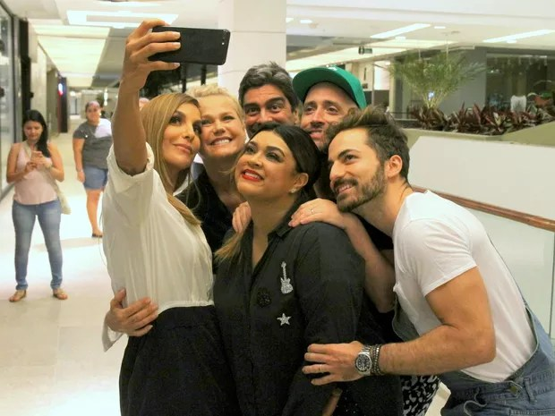 Ivete Sangalo, Xuxa, Junno Andrade, Preta Gil, Paulo Gustavo e Thales Bretas em shopping na Zona Sul do Rio (Foto: Daniel Delmiro/ Ag. News)