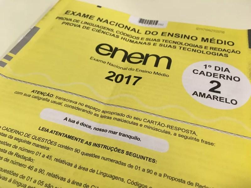 Capa do caderno de provas do primeiro dia do Enem 2017 (Foto: Ana Carolina Moreno / G1)