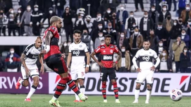 Trio Arrasca-Bruno Henrique-Gabigol comanda vitória no Paraguai