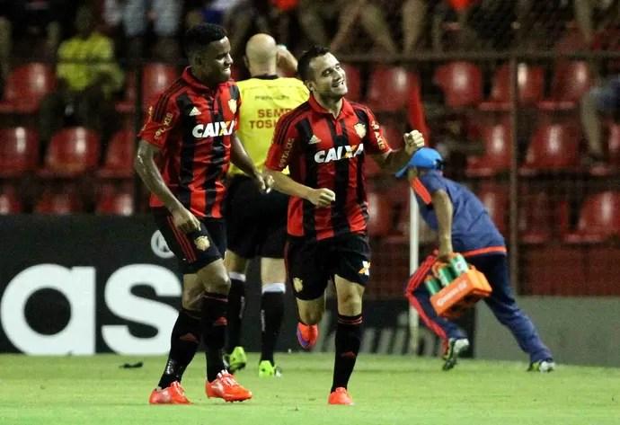 Sport x Joinville Maikon Leite (Foto: Aldo Carneiro/Pernambuco Press)