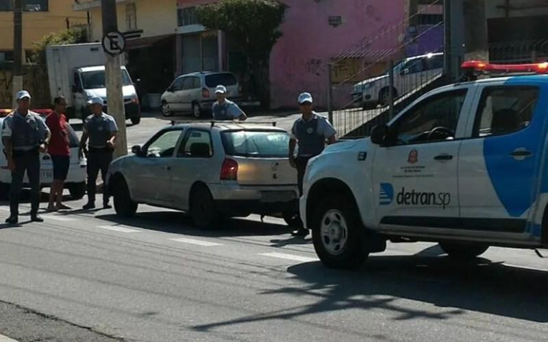 Policiais apreendem Gol com multas milionárias (Foto: Divulgação/Detran SP)
