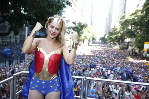 Carolina Dieckmann no Bloco da Preta Gil no Rio de Janeiro (Foto: Felipe Panfili/AgNews)
