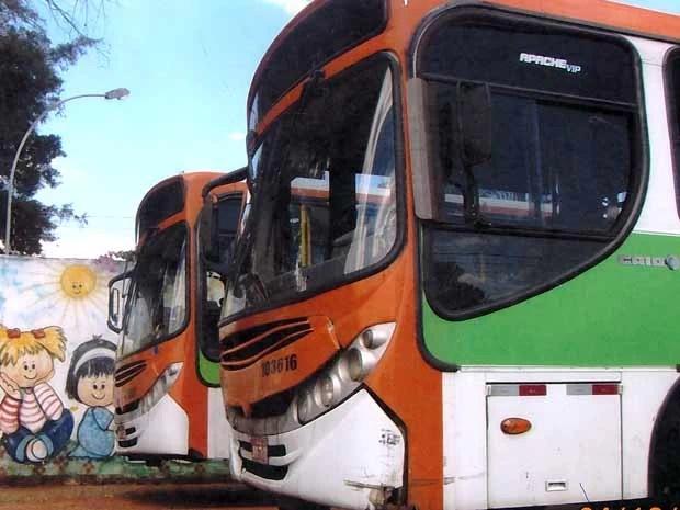 Ônibus atendem alunos especiais mas possuem uma série de pendências como IPVA atrasado (Foto: G1/Reprodução)