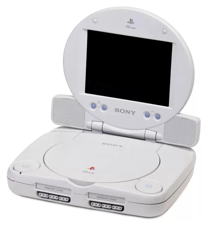 O PSOne, modelo menor do console original, tinha uma tela de LCD vendida separadamente (Foto: Divulgação)