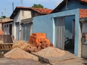 Materiais de construção form doados (Foto: Ellyo Teixeira/G1)