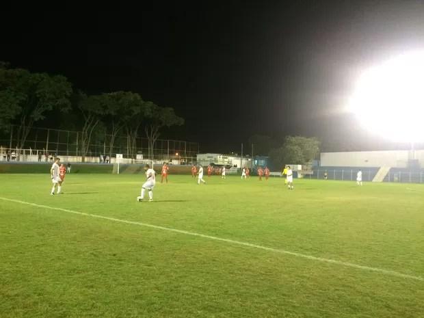 Jogo aconteceu no Estádio Municipal Aníbal Batista de Toledo, em Goiás (Foto: Murillo Velasco/G1)