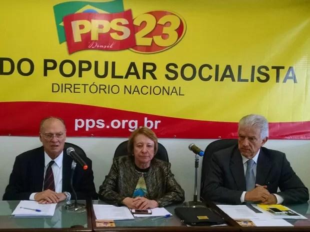 Roberto Freire (dir.) participa de reunião com a executiva nacional do PPS (Foto: Henrique Arcoverde / G1)