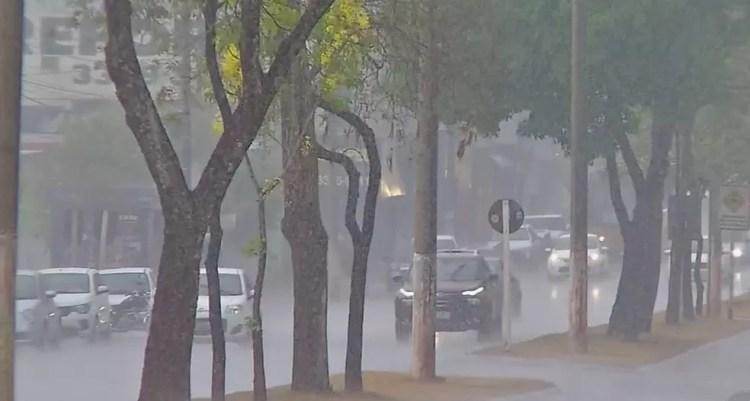 Volume de chuva em Cuiabá é baixo e menor que o esperado, segundo os meteorologistas — Foto: Reprodução/TVCA