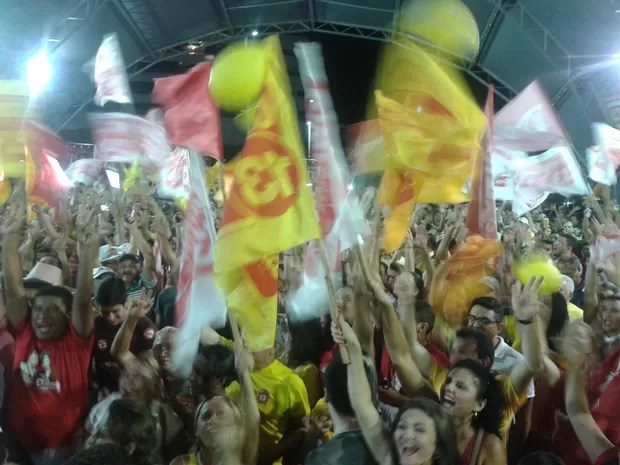 Festa no comitê do Camilo Santana (Foto: Roberto Leite/GE)