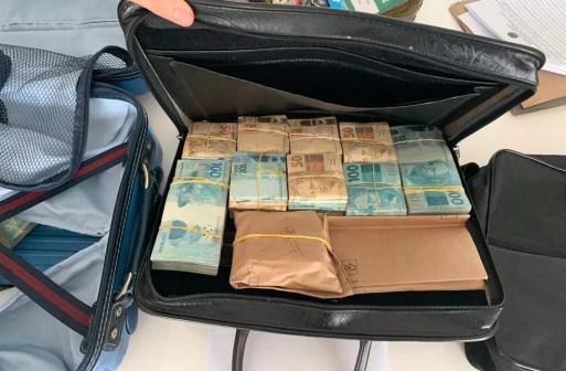 Dinheiro foi apreendidos durante o cumprimento de mandados em Natal e Parnamirim — Foto: PF-RN/Divulgação
