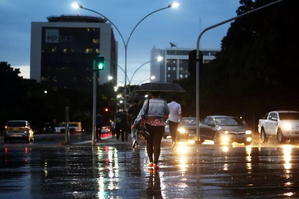 Chuva no Eixo Monumental, no centro de Brasília, em imagem de arquivo (Foto: Nilson Carvalho/GDF/Divulgação)