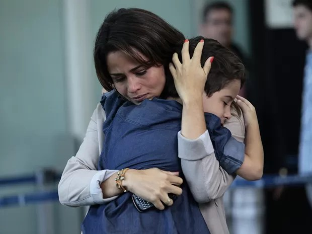 Morena se despede de Junior (Foto: Salve Jorge/TV Globo)