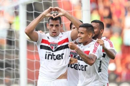 Diego Souza comemora gol do São Paulo contra o Sport (Foto: Marlon Costa/Futura Press)