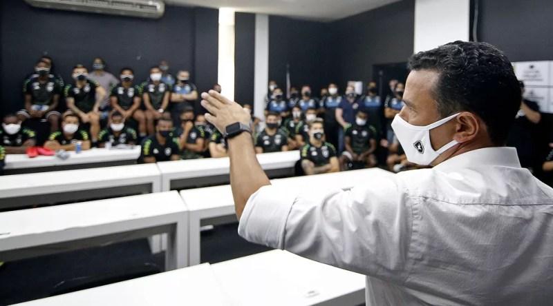 Túlio Lustosa é o responsável por encontrar o próximo técnico do Botafogo — Foto: Vitor Silva/Botafogo