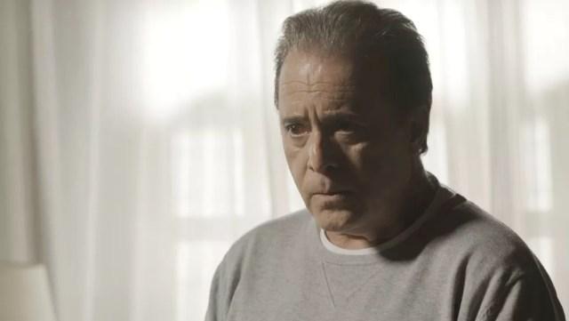 Olavo (Tony Ramos) não gosta nenhum pouco de  levar um fora de Lourdes Maria (Bruna Linzmeyer) na novela 'O Sétimo Guardião' — Foto: TV Globo