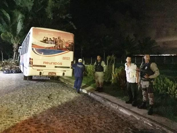 Bêbado rende motorista e foge dirigindo ônibus por bairros de Cabedelo