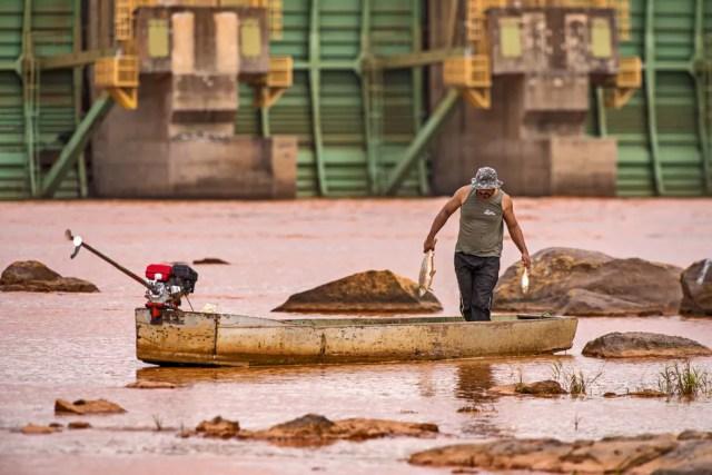 Fotógrafo registra imagens dos impactos da lama da Samarco no Rio Doce. Imagem de novembro de 2015 — Foto: Leonardo Merçon/ Últimos Refúgios
