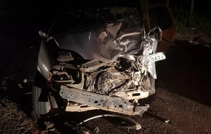 Batida frontal entre dois carros deixou ao menos seis feridos — Foto: Polícia Rodoviária Federal
