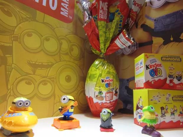 Alguns produtos que a Kinder Ovo já vendia como os Minions e os dinossauros foram integrados aos lançamentos da Páscoa (Foto: Marta Cavallini/G1)