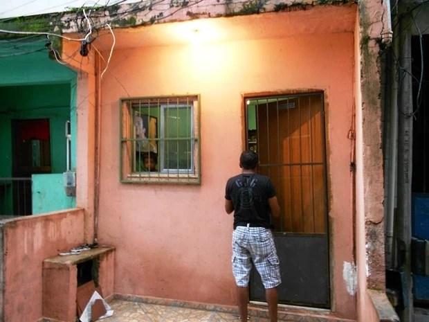 Polícia resgata criança de 7 anos que estava trancada em casa no Rio. (Foto: Polícia Civil/Divulgação)