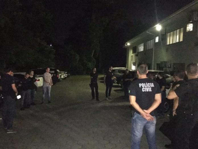 Polícia Civil cumpre mandado de busca e apreensão em Santa Catarina, no âmbito da operação Luz na Infância, de combate à pedofilia — Foto: Polícia Civil/Divulgação