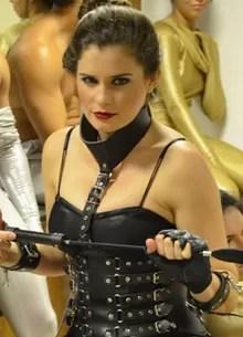 Dominatrix vai incendiar game das fantasias sexuais (Foto: Amor & Sexo / TV Globo)