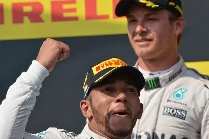 Lewis Hamilton vence GP da Hungria e ultrapassa Nico Rosberg no campeonato (Foto: EFE)