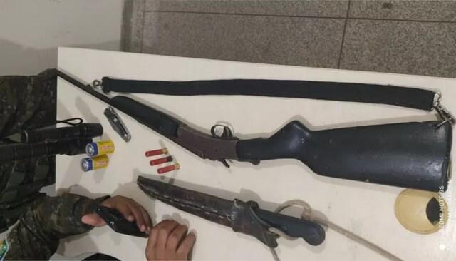Armas utilizada na caça de animais silvestres são apreendidas em RO — Foto: Polícia Civil/Divulgação