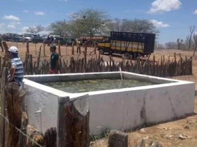Tanques para armazenamento de água (Foto: Odacy Amorim/ Arquivo pessoal)