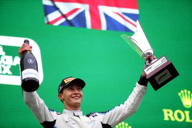 George Russell comemora o primeiro pódio em sua carreira na Fórmula 1 em Spa-Francorchamps — Foto: Peter Fox/Getty Images