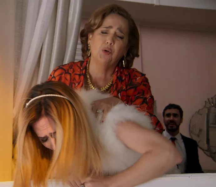 Fedora tenta cometer uma loucura (Foto: TV Globo)